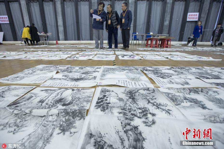 <p>中国美院阅卷现场。 黎耀辉 摄 图片来源:东方IC 版权作品 请勿转载</p>
