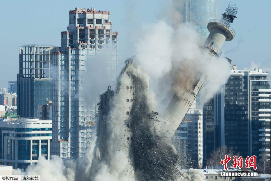 <p>据悉,该电视塔被爆破后,原址上将建起一座能够容纳15000人的体育场,2018世界杯的部分比赛将在新建的体育场内举行。</p>