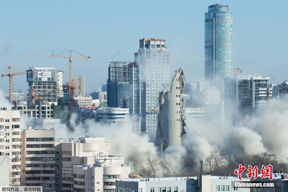 <p>原世界最高废弃建筑爆破后轰然倒地。</p>
