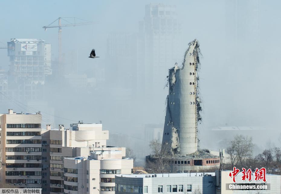 <p>爆破后的电视塔。</p>