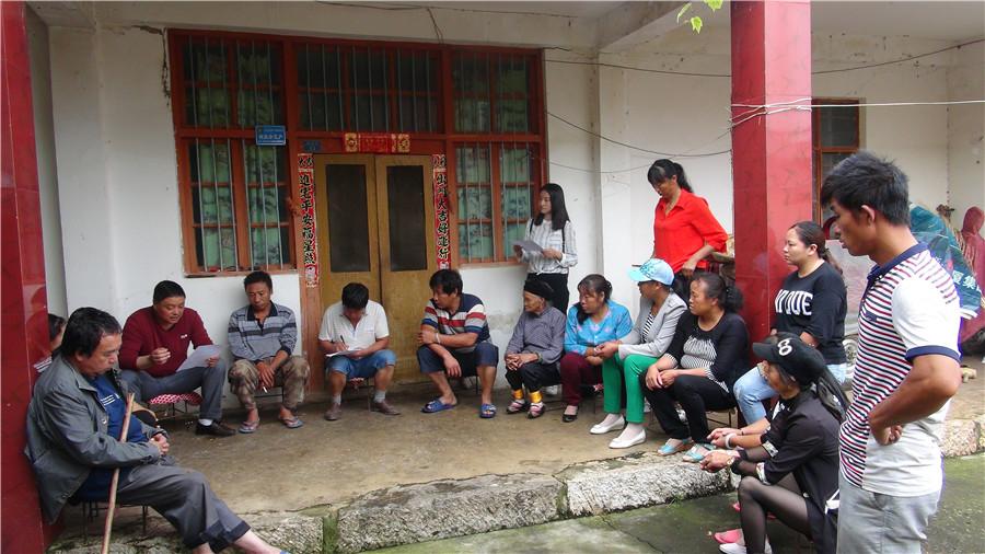 <p>中国移动云南公司陆良分公司陆良分公司驻村工作队员组织村民动态评议会议。</p>
