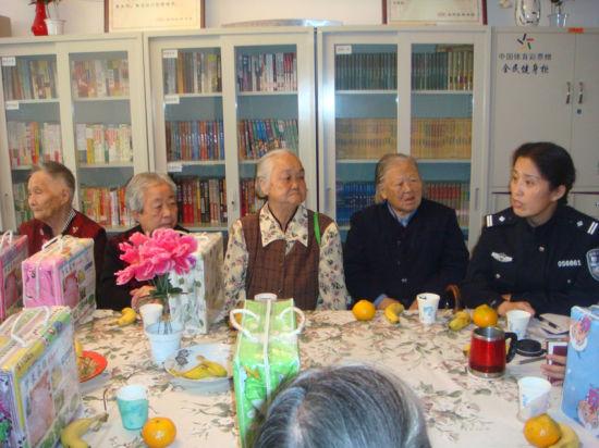 重阳节慰问高龄老人