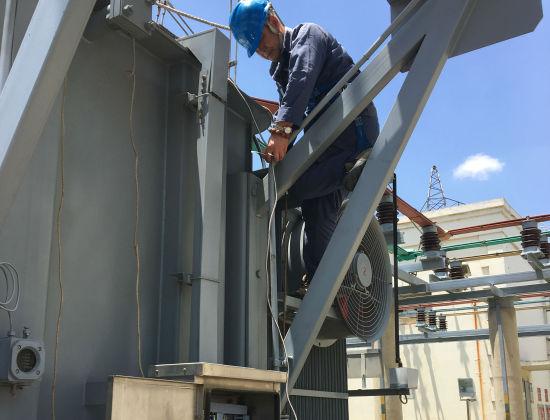 昆明供电局争分夺秒完成110千伏主变压器温度表更换