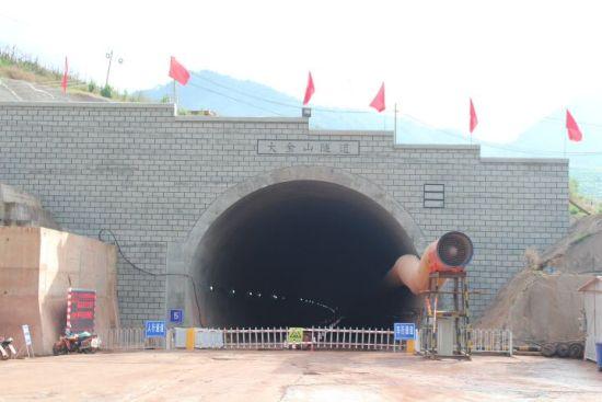 玉磨铁路大金山隧道出口提前47天完成年度施工计划