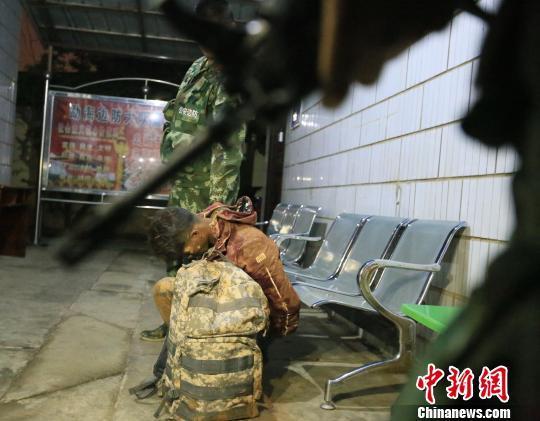 云南三男子为2万报酬运送冰毒17公斤