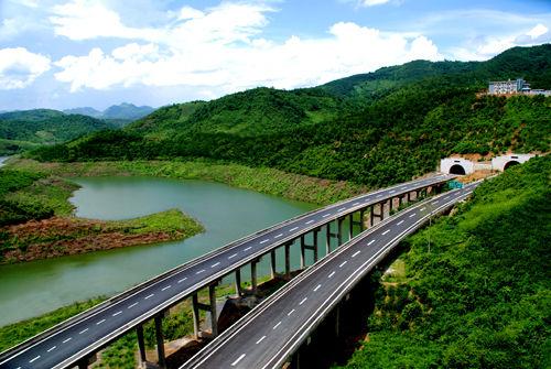 全长530公里;云(县)猴(桥)高速公路,起点云县,经凤庆县,昌宁县,保山市